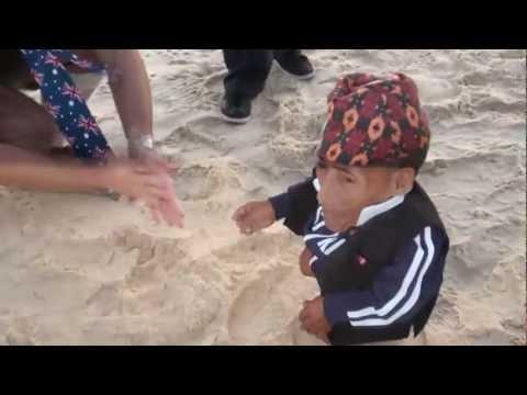 Chandra Bahadur Dangi at Bondi Beach - raw video