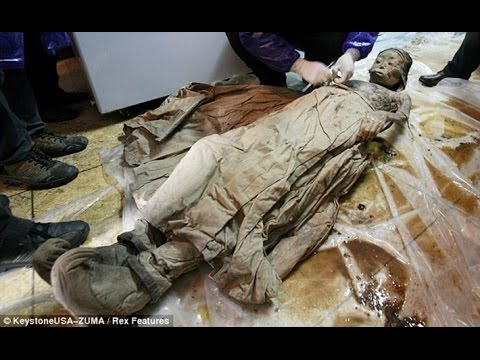Tanzou, CHINA - Road Workers discovered a 700-year-old mummy along the road