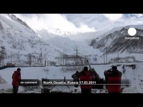 Russian soldiers create avalanche by firing artillery - No comment
