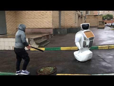 Автохам избил робота-байкера. Видео очевидца