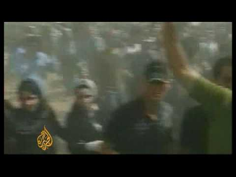 Iranian police arrest mourners at cemetery - 30 Jul 09