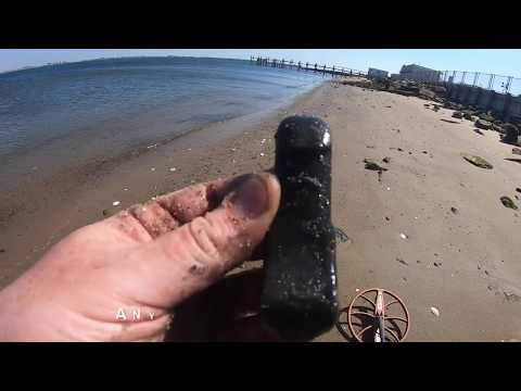 Barren Island: The Other Side Of Dead Horse Bay/Glass Bottle Beach Metal Detecting #metaldetecting