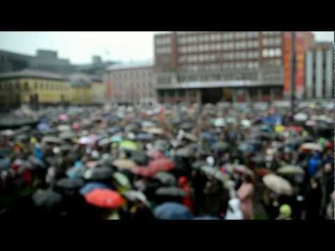 """40.000 sings """"Children Of The Rainbow"""" in Oslo"""