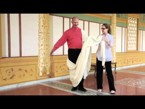 How to Wear a Toga the Ancient Roman Way