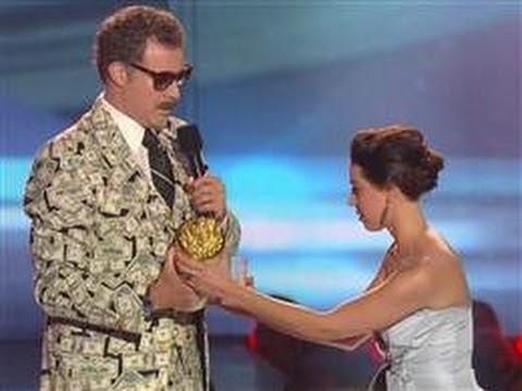 Aubrey Plaza crashes Will Ferrell's MTV speech