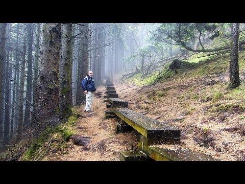 QUEEN MAEVE'S TOMB - KNOCKNAREA - COUNTY SLIGO - IRELAND