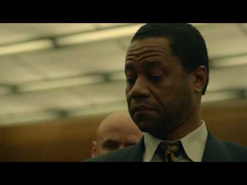 O J Simpson tries on the gloves | American Crime Story