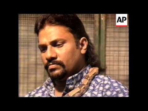 MALAYSIA: ALI SAMSUDDIN TO LIVE IN CUBICLE WITH SCORPIONS
