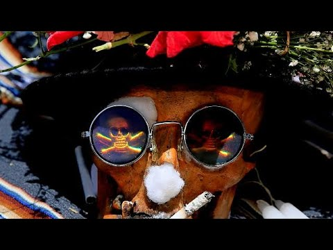 Bolivians pay homage to family skulls