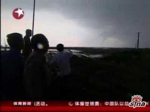 Real dragon with Tornado in China!龙 吸水 中国