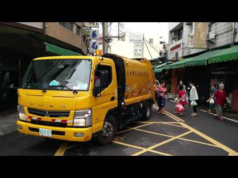 Taiwan garbage truck, to the tune of Beethoven's Fur Elise.