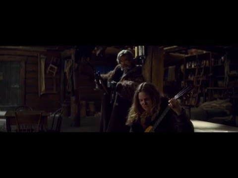 The Hateful Eight – Kurt Russell Accidentally Smashing a 145-Year-Old Guitar