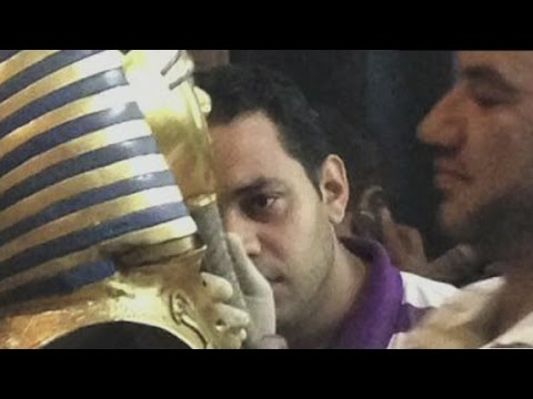Was King Tut's beard broken off and glued back on?