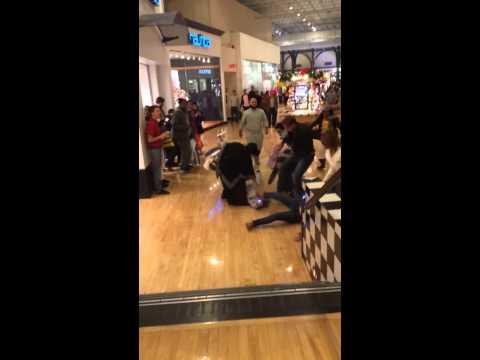 2013 Black Friday taser fight in mall *HIGH-DEFINITION