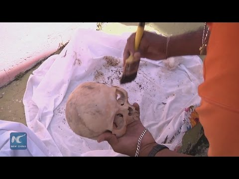 Creepy tradition: Mexicans help dead relatives clean bones on the Day of the Dead