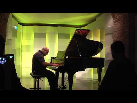 "2013 Tony Cicoria is performing his ""Lightning-Sonata"" at Mozart House in Vienna"