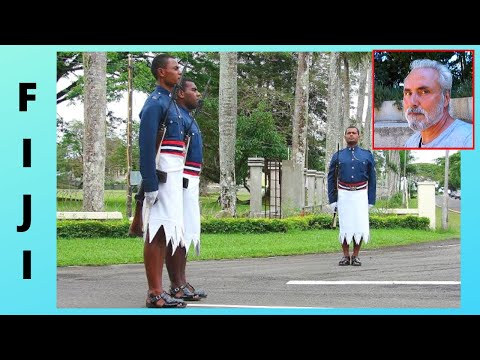 FIJI: Guard changing at the Presidential 🏛️ Palace in capita SUVA, let's watch!