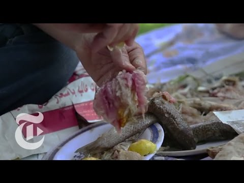 In Egypt, a Pungent Fish-Eating Ritual Divides Noses - 2013 | The New York Times