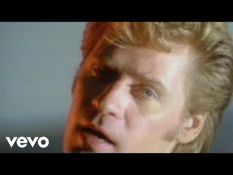 Daryl Hall & John Oates - Maneater (Official Video)