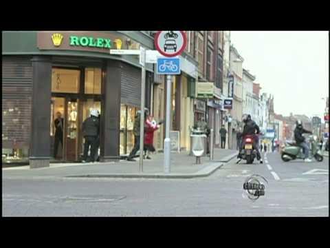 Granny Attacks Thieves with Handbag, Wins