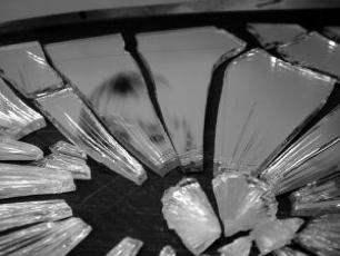 379471 Broken Mirror 4