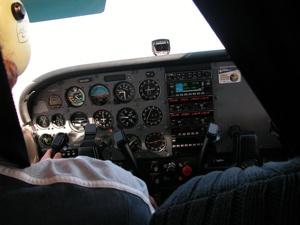 800Px-Plane Cockpit