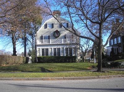 800Px-Amityville House