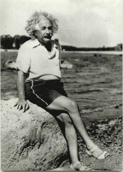 Albert-Einstein-At-Beach-1945-Celebrities-28954.Jpg