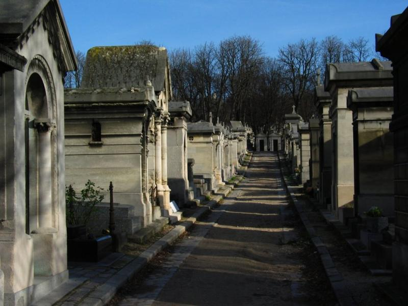 10 fascinating graveyards you must see listverse - Cimetiere pere la chaise ...