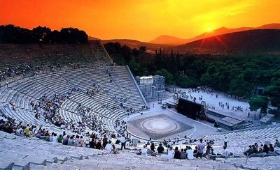 Epidaurustheaterbynight.Jpg