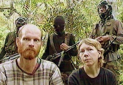 Martin-And-Gracia-Burnham-With-Abu-Sayyaf-Captors.Jpg