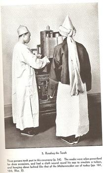 376Px-Kaifeng Jews Reading The Torah.Jpg