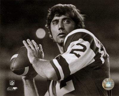 Aagn203Joe-Namath-Posed-Passing-Without-Helmet-B-W-Posters