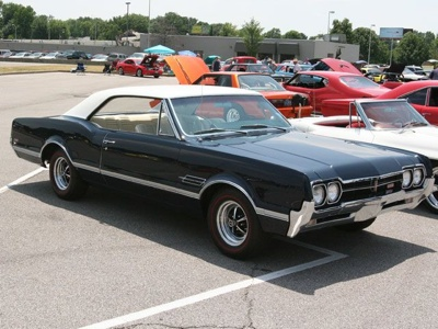 2007 Hot Rod Power Tour Day 5 Pictures 02 Z+1966 Olds 442+Side View