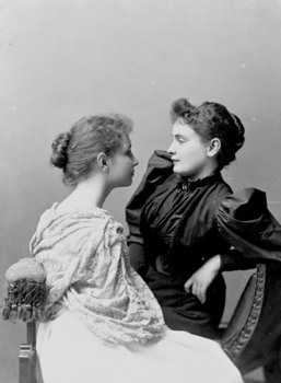 070625114232 Anne Sullivan Seated With Helen Keller Lg