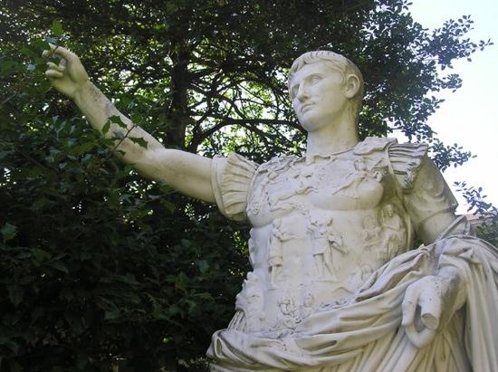 Augustus-Caesar1
