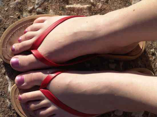 Feet-Female-Human-Painted-Toenails-Nails-In-Sandals-Dhd