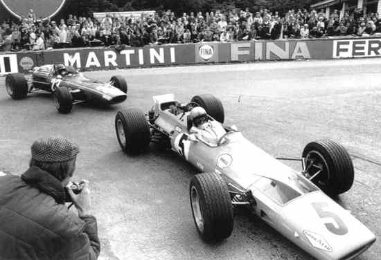 1968 Belgian Gp - Bruce Mclaren (Mclaren), Jacky Ickx (Ferrari)