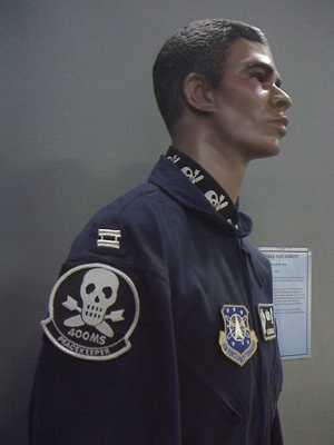 450Px-Peacekeepermissileuniform