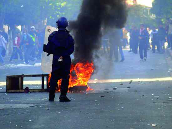 110109 Algeria Slashes Food Prices Amid Riots 002