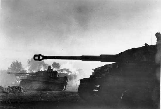 Bundesarchiv Bild 183-J14813%2C Bei Orel%2C Panzer Vi %28Tiger I%29