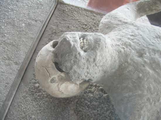 Pompeii-Ruins-1
