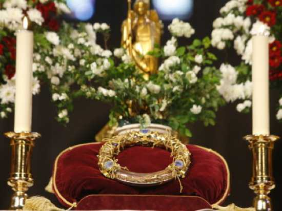 Crown-Of-Thorns-Christ-S-Passion-Relics-At-Notre-Dame-Cathedral-Paris-France-Europe