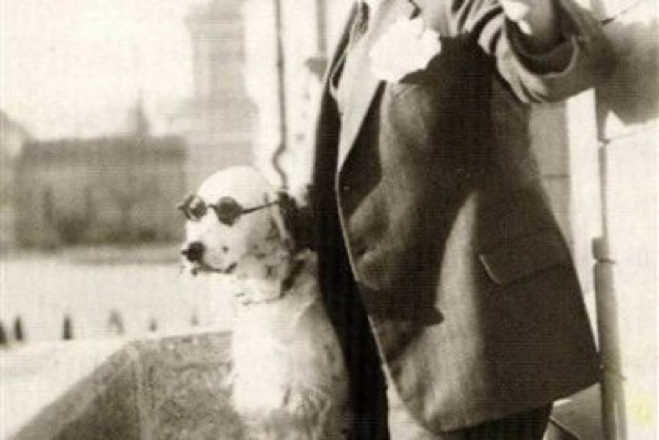 The dog that mocked Hitler