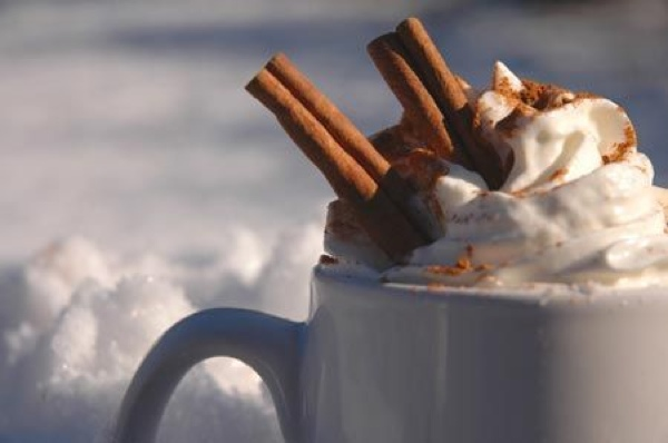 Hot-Cocoa-In-Snow