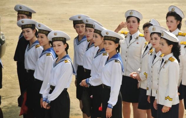 North-Korean-Morale-Boosting-Troupe-8