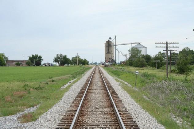 Lotus_Illinois_railroad_tracks