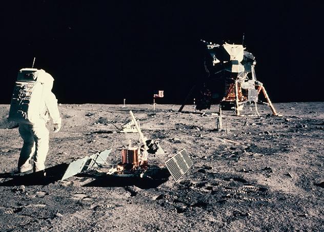 Moon-Rocks-615