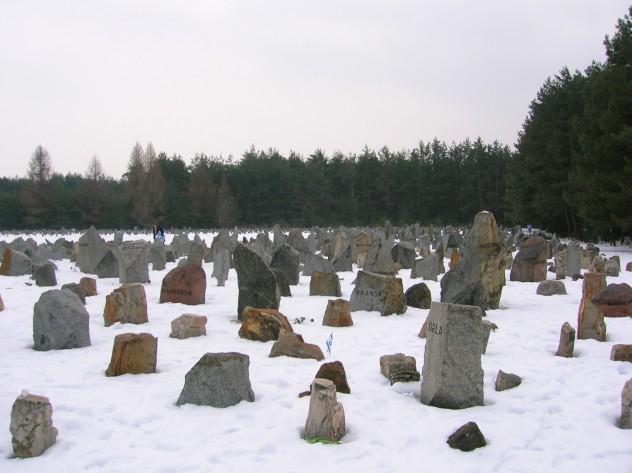Treblinka's_Memorial_in_Winter