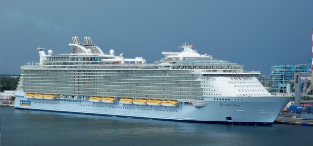 Fascinating Facts About Cruise Ships Listverse - Biggest cruise ships in history